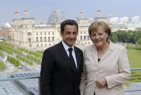 Le 16 Août, « Merkel et Sarkozy s'échangent leurs roupies (de sansonnet) ».