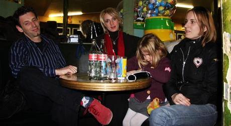 Photo au bar avec Jean-philippe, Angélique, Erin et Nathanaelle
