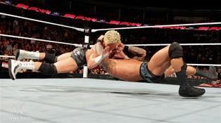 Le Champion des USA Dolph Ziggler s'incline face au Champion du Monde Poids Lourds Randy Orton