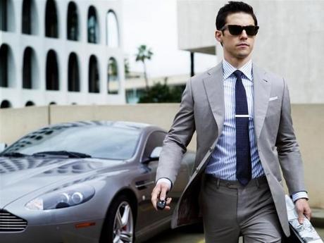 image 2 620x465 Le costume cravate en entreprise : Décryptage d'un dress code