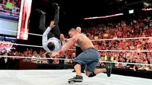 Après sa victoire par équipe dans le eight man tag team match John Cena affronte Alberto Del Rio