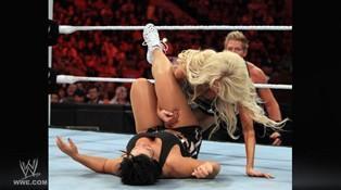 La cougar Vickie Guerrero n'a pas fait le poids face à la championne des Divas Kelly Kelly