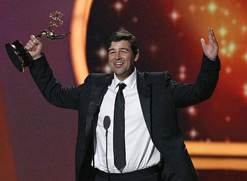 776218_kyle-chandler-accepts-the-award-for-outstanding-lead.jpg