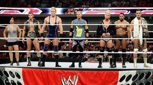 Le COO de Raw, Triple H, doit s'expliquer face aux catcheurs de Raw