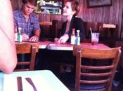 Emma Watson Johnny Simmons: petit déjeuner amoureux New-York