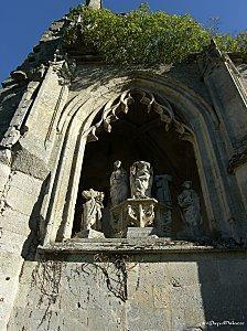 Abbaye de la Victoire statues du XVIe siecle