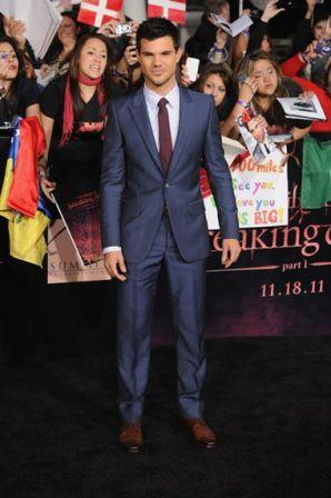 Taylor_Lautner_Premiere_Summit_Entertainment_irZiwwe1uiwl.jpg