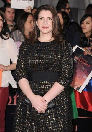 Stephenie_Meyer_Premiere_Summit_Entertainment_GAS7AQgmmsGl.jpg