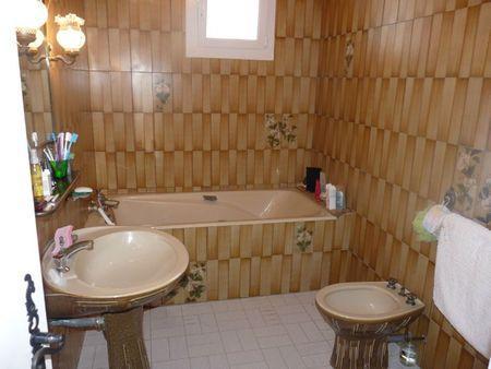 Création / Salle de bain épurée - À Lire