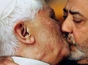 Benetton retire l'image d'un baiser pape-imam sous pression Vatican