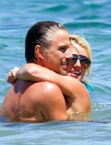 Kevin Ferdeline l'ex de Britney heureux pour ses fiançailles !