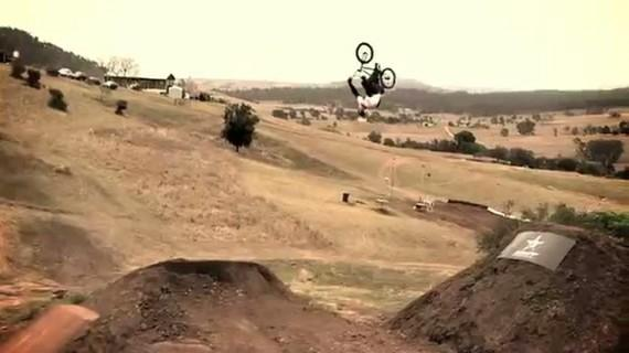 Session de Dane Searls sur le plus gros park de dirt au monde !