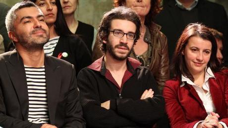 Stéphane Sitbon, entouré du directeur de la communication d'Eva Joly, Sergio Coronado, et de la secrétaire générale d'Europe Ecologie-Les Verts, Cécile Duflot, le 1er décembre 2011 à Paris.