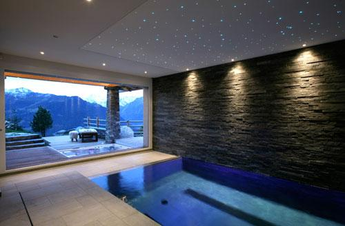 piscine-interieur-chalet-Spa-Hotel-Hoosta-magazine-paris