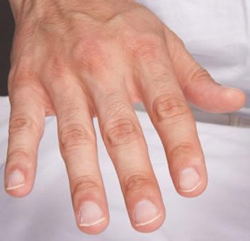 Savoir prendre soin de ses ongles quand on est un homme c\u0027est important !