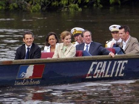 Drame en haute mer : le pédalo Hollande percute le canoë Sarkozy