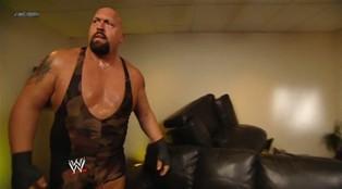 Le Big Show attaque Mark Henry et détruit le bureau du General Manager de Smackdown