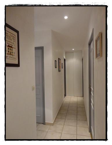 La r novation du couloir 24 f vrier 2012 voir for Deco encadrement de porte interieur