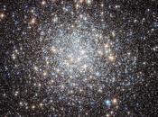 Nuée d'étoiles dans photographiée Hubble