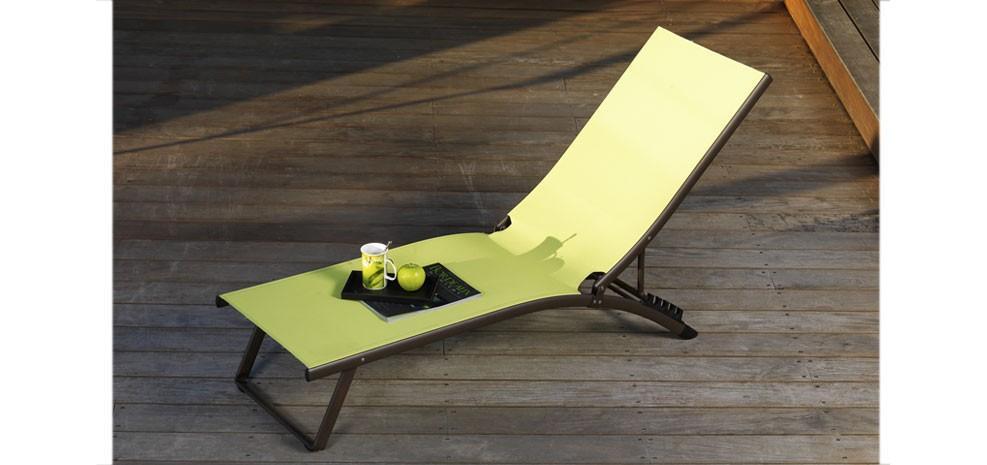 Des meubles design autour de la piscine - Paperblog