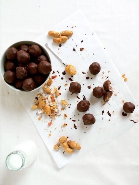 Ten things you might not know about me or My Crunchy Chocolate Peanut butter  Cookie Dough Truffles / Dix  choses que vous ignorez sûrement à  mon propos ou mes Truffes Croquantes Chocolat Beurre de Cacahuètes façon « Cookie Dough »!