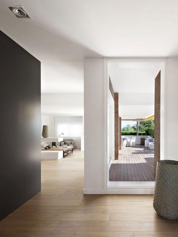 visite d co un appartement moderne barcelone. Black Bedroom Furniture Sets. Home Design Ideas