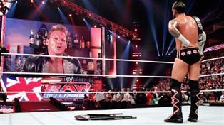 Chris Jericho accuse CM Punk de s'être rendu dans un pub lors du Raw du 16/04/2012 à Londres