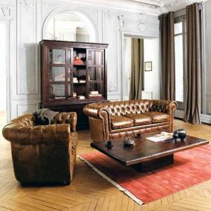 Fauteuil et canapé Chesterfiled cuir marron - salon anglais
