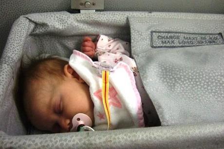 Survivre à 66 heures de vol avec bébé