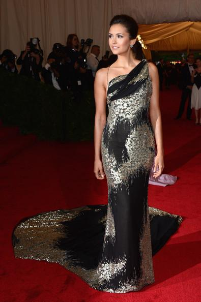 Nina Dobrev au Costume Institute Gala à New York