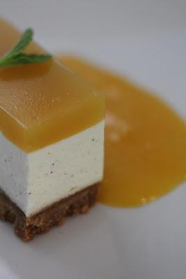 Cheesecake (sans cuisson) au brillat savarin, fruit de la passion et mangue , une recette du chef du Frenchie