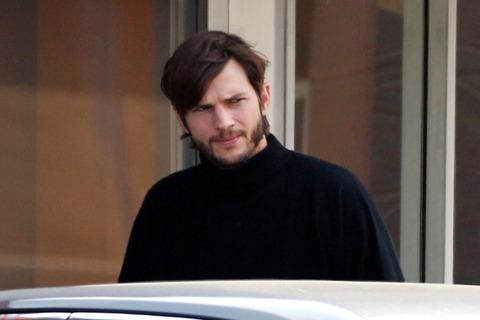 77638pcn kutcher10 480w Photos de Ashton Kutcher en Steve Jobs