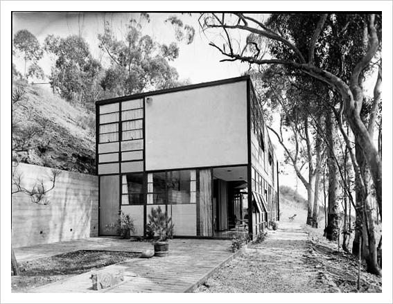 Charles and Ray Eames house in black and white!