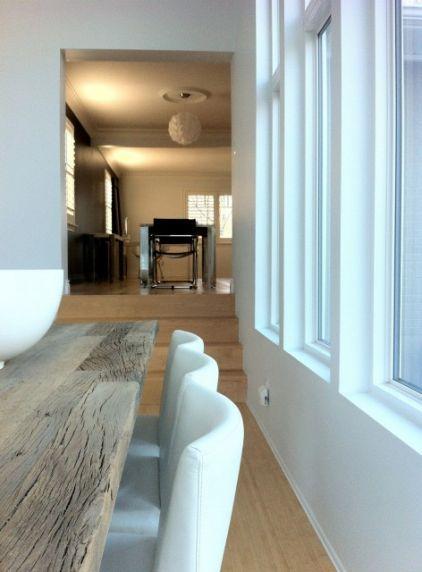 Une belle maison moderne en noir et blanc - À Lire