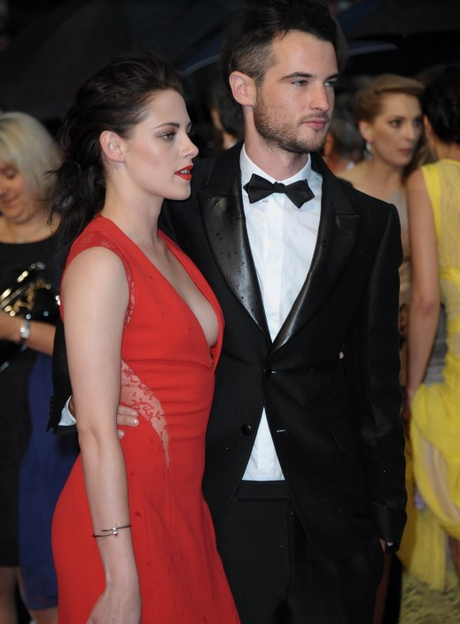 Robert Pattinson et Kristen Stewart officialisent sur le tapis rouge 2. cannes cosmopolis