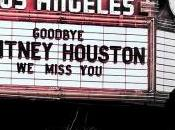 Robin Thicke rend hommage Whitney Houston
