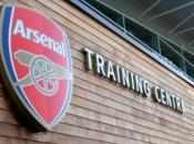 Gullit Arsenal doit acheter pour garder Persie
