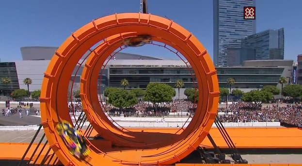 Hot Wheels : un double-looping géant