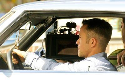 Joseph_Gordon_Levitt_seen_filming_scenes_car_GHpSZ-grQ4nx.jpg