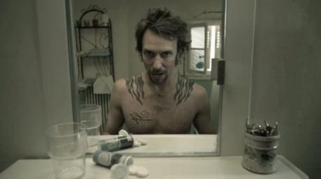 Court-métrage : voir sa vie défiler devant le miroir