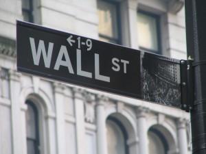 Wall Street finit en baisse avant les différentes interventions des banques centrales