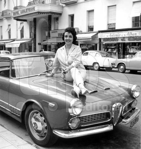 Après Sheila En Alfa Romeo, Gloria Lasso ;-)