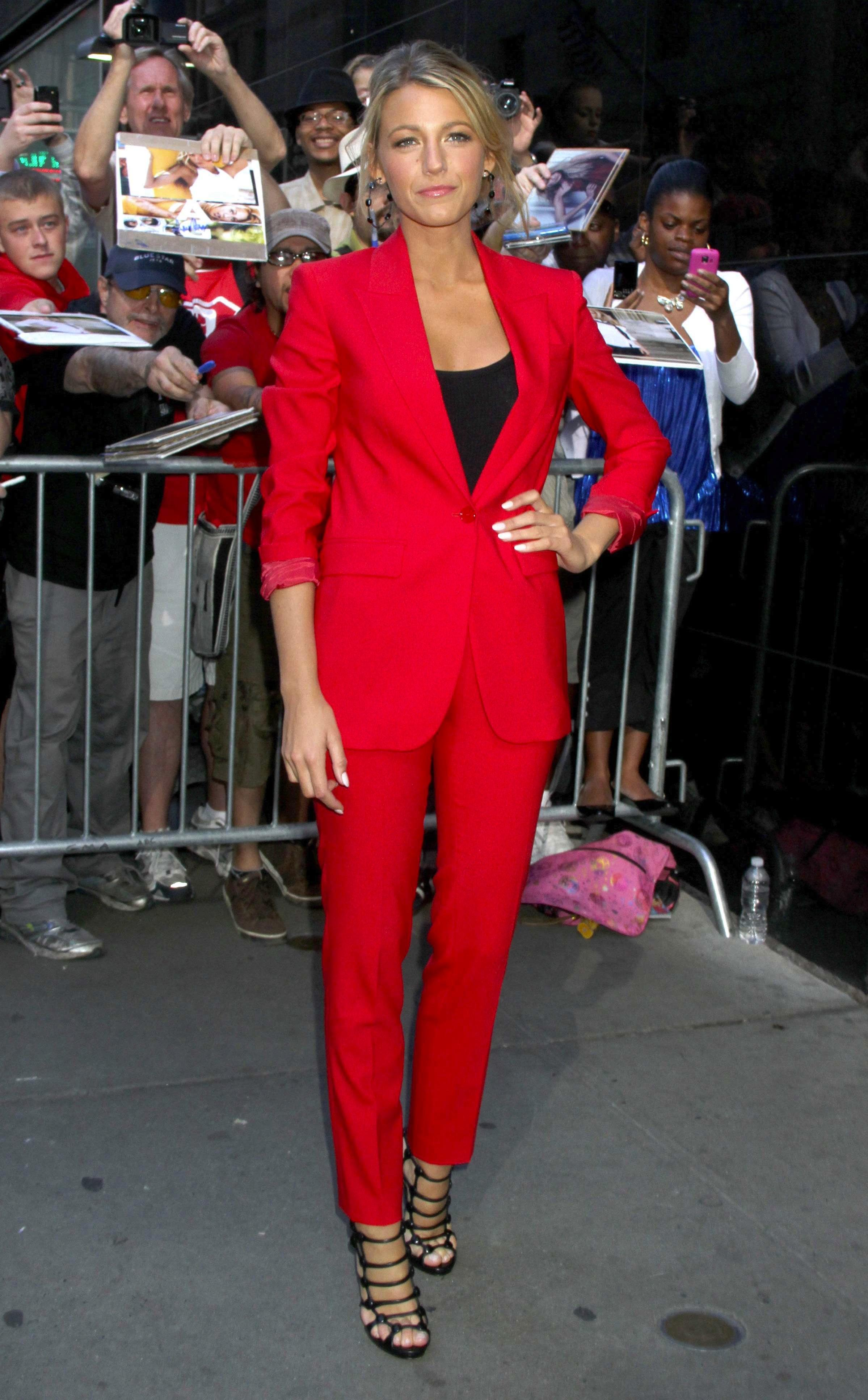 Le costume rouge de Blake Lively : in ou out ?