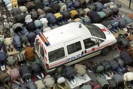 voiture-police-priere.jpg