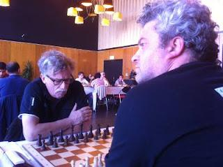 Echecs à Dieppe : le grand-maître international d'échecs Andrei Istratescu (2647) avec les Blancs face à Jaap Vogel (2181) © Chess & Strategy