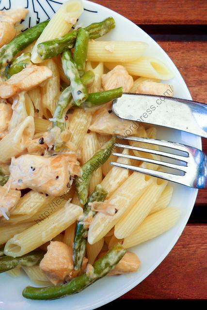 Penne à la crème, poulet et haricots verts / Creamy Penne with Chicken and Green Beans