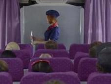 DUREX s'invite pendant consignes sécurité d'une hôtesse l'air