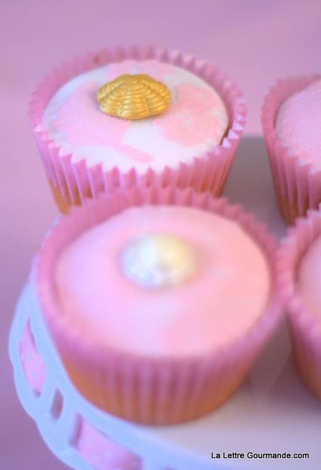 Cupcakes citron framboise {déco dentelle en sucre} + résultat du giveway !!!
