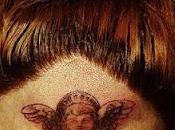 Lady Gaga fait tatouer crâne direct