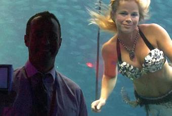 Un aquarium propose un show avec de vraies sir nes - Barbi sirene 2 film ...